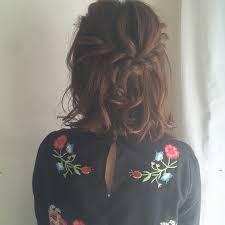 結婚式などのお呼ばれにもな髪型簡単ハーフアップでほっこり