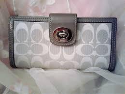 ... Coach Bifold Grau White Signature Jacquard Twist Lock Large Wallet ...