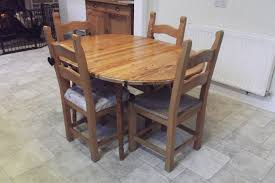 extendable dining table round but becomes oval when extended chairs not included