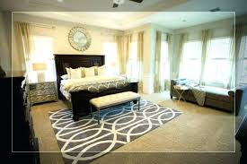 area rug size queen bed what
