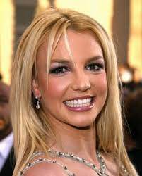 Coiffure De Britney Spears Cheveux Blonds Lisses Avec Raie