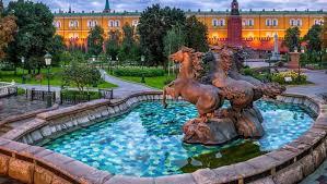 <b>Автобусные экскурсии по Москве</b> — цены от 400 рублей