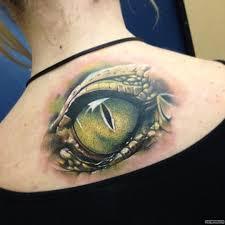 глаз крокодила тату на спине у девушки добавлено иван вишневский