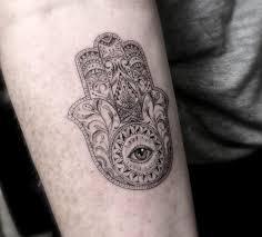 тонкие и элегантные геометрические татуировки доктора ву
