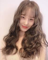 韓国女子に大人気ロングヘアーにぴったりな韓国っぽパーマ⑦選