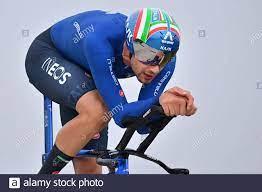 Der Italiener Filippo Ganna von Ineos Grenadiers wurde während des  Elite-Zeitfahrens der Männer, 43,3 km von Knokke-Heist nach Brügge, beim  UCI WOR, in Aktion gezeigt Stockfotografie - Alamy