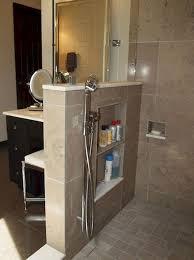 Pin de Alejandra Hudson en Bathroom en 2020 | Diseño de baños chicos,  Modelos de baños pequeños, Diseño de interiores de baño