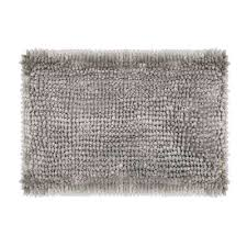 bath mat in light gray