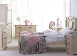 shabby chic bedroom decorating ideas - Unique Bedrooms With ...