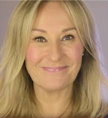 how to look good when you re over 40 in just five minutes esteemed beauty editor 53 shares video tutorial showing older women how to conceal fine lines