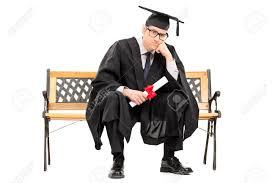 Злой выпускник колледжа имеющее диплом на белом фоне Фотография  Злой выпускник колледжа имеющее диплом на белом фоне Фото со стока 31148722