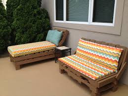 Pallet Patio Furniture: So easy! Stack pallets, nail together, paint, cover
