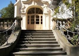 Treppe stufe aussen haus eingang podest naturstein granit beton halbrund grau. Hauseingang Mit Treppe Praktisch Gestalten Gelander Podest Und Vordach Bauen