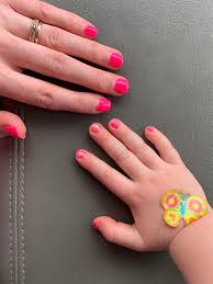 nail artmy 3rd attempt at diy dip naily 4 year old wanted to match so she has some hot pink piggy paint on