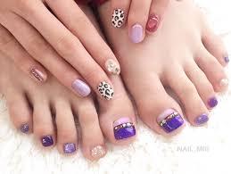 魅力的な足元に紫のフットネイルセルフのやり方デザイン I See