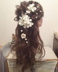 お花とパール ハーフアップは人気のスタイル 流れをつけて飾るのが