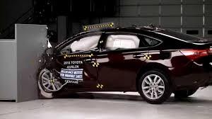 IIHS - 2015 Toyota Avalon - small overlap crash test / GOOD ...