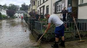 Mayen town hit by flash floods - France ...