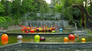 dale chihuly s glass sculptures illuminate the atlanta botanical garden