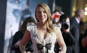woody allen page the hollywood gossip scarlett johansson labels dylan farrow essay irresponsible