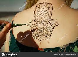 Mehendy хна татуировки на спине стоковое фото Melanjurga 161386654