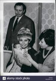 Jan 1, 1960 - Zia Sophia - e Mussolini Grand-Daughter : schermo italiano  star Sophia Loren - la moglie di italiano produttore di film Foto stock -  Alamy