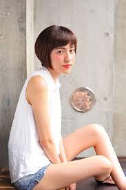 本田翼さん風ショートバングボブの髪型 Stylistd