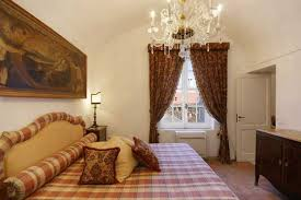 Bedroom Decorating With Antique Painting And Natural Fabrics In Italian  Style