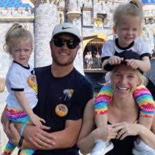 Kelly stafford, the wife of detroit lions quarterback matthew stafford, announced that she is having brain surgery to remove a tumor. Matthew Stafford Wife Of Lions Qb Pregnant Months After Brain Surgery Sports Illustrated