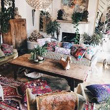 Mixed prints and patterns make this living room so boho chic #bohemianhome  #bohemianstyle #