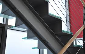 Hi leute, heute zeig ich euch wie richtig betoniert wird. Haas Stahl Metallbau Markante Metalltreppe Mit Glasstufen Treppen De Das Fachportal Fur Den Treppenbau