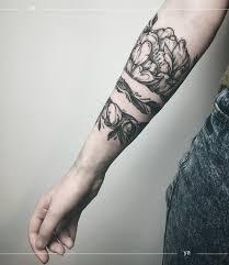 цветочная тату вокруг руки Blackgrey фото татуировок