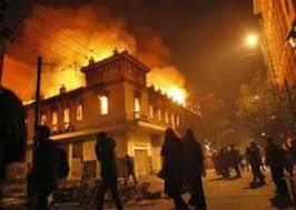Αποτέλεσμα εικόνας για Αντιεξουσιαστές καίνε την ελληνική σημαία