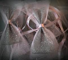 dcoration voiture mariage gris et rose with deco voiture mariage tulle fabulous decoration voiture invites mariage noeuds voitures pour