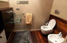 Design Bagno Piccolo : Semplici trucchi per arredare un bagno piccolo