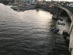 عمليات بحث مستمرة عن الميكروباص الغارق في النيل.. وصياد يزعم بعدم وقوع  الحادث