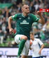 Hansa rostock have a goal kick. Fsynuacneocemm