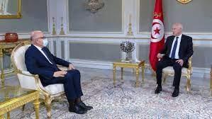 تونس.. إقالة وزير الصحة بسبب التدافع على التطعيم