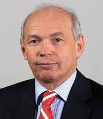 ... aki a második Gyurcsány-kormányban és Bajnai Gordon kormányában igazságügyi és rendészeti miniszter volt. Draskovics Tibor magyar politikus - drask