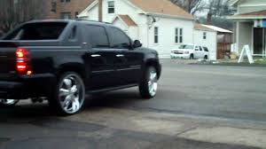 08 Chevy Avalanche on 28's drive away - YouTube