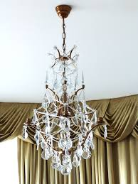 the crystal chandeliers of the baroque era had lots of glasany exclusive prisms such as wachtel and pendeloques as well as stars and bows in the