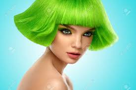 女性髪の毛緑色の髪のファッションのスタイリッシュな美しさの肖像画