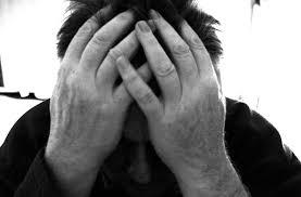 Las personas que sufren de dolores de cabeza severos deben ver a una clínica de manejo del dolor o un neurólogo tan pronto como sea posible