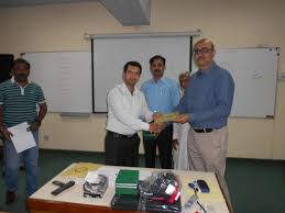 un volunteers un youth volunteer saeed iqbal khan receiving training certificate for his training on effective communication skills at institute of management