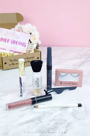 the vegan cuts summer makeup box was seriously packed full of a variety of makeup s included in the box was an eyeliner liquid lipstick brow gel