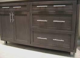 choosing kitchen cabinet pulls