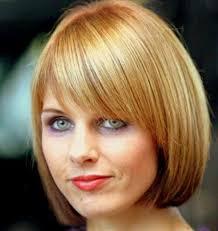 قصات الشعر القصيرة العصرية النسائية على وجه مستدير للوجه
