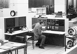 Поколения ЭВМ Первый персональный компьютер создали в апреле 1976 года два друга Стив Джобе 1955 г р сотрудник фирмы atari и Стефан Возняк 1950 г р