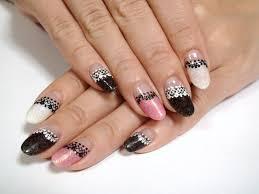 黒 ピンク 白 ネイル