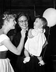 debbie reynolds and carrie fisher. Fine Reynolds Debbie Reynolds With Her Daughter In 1958 And Carrie Fisher E